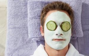 Чтобы разогнать кровь, полезно энергично вытирать лицо полотенцем