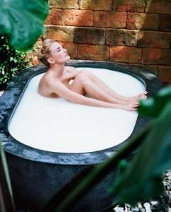 Молочные ванны смягчают кожу